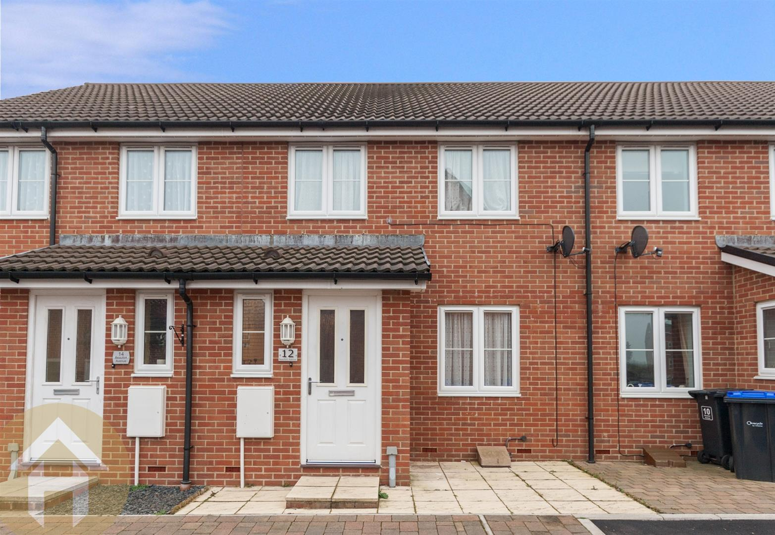 3 Bedrooms Terraced House for sale in Beaufort Avenue, Royal Wootton Bassett SN4